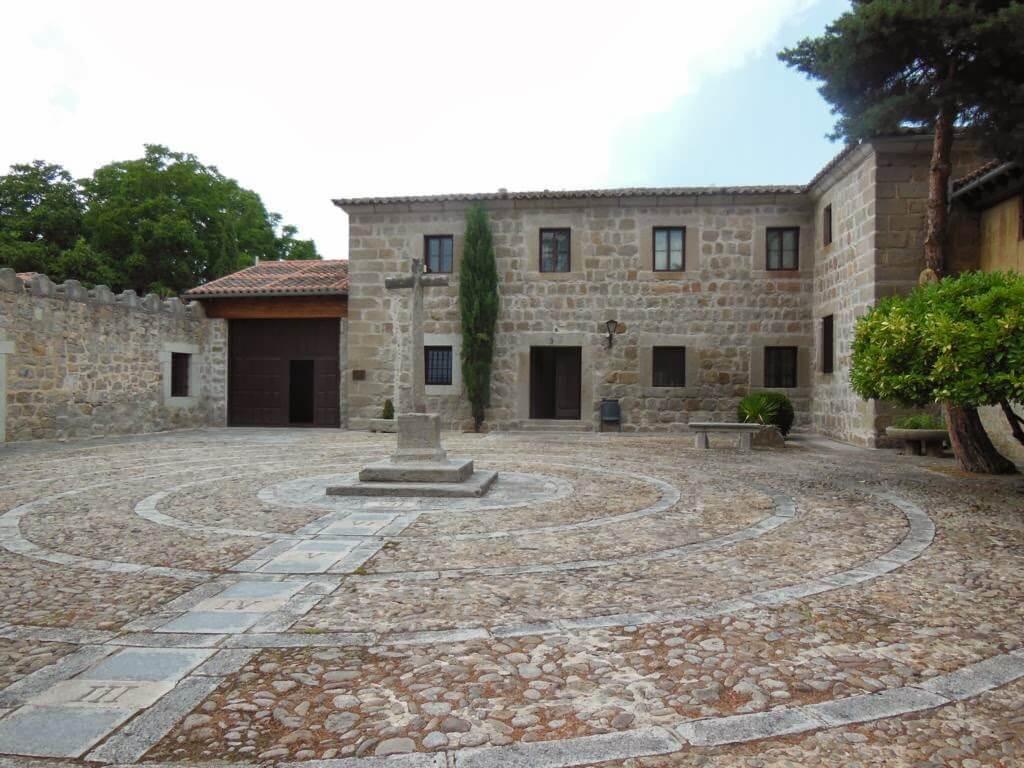 Patio de entrada al monasterio