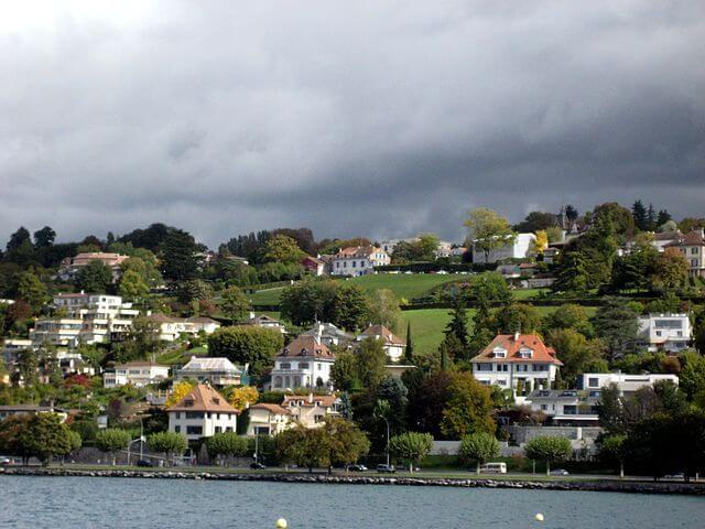 Villas junto al lago Leman © Wikipedia