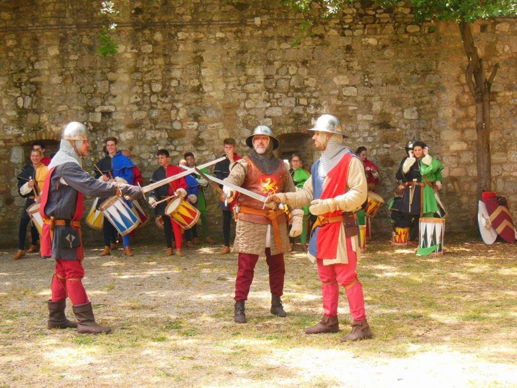 Lucha de espadas en la Rocca of Montestaffoli