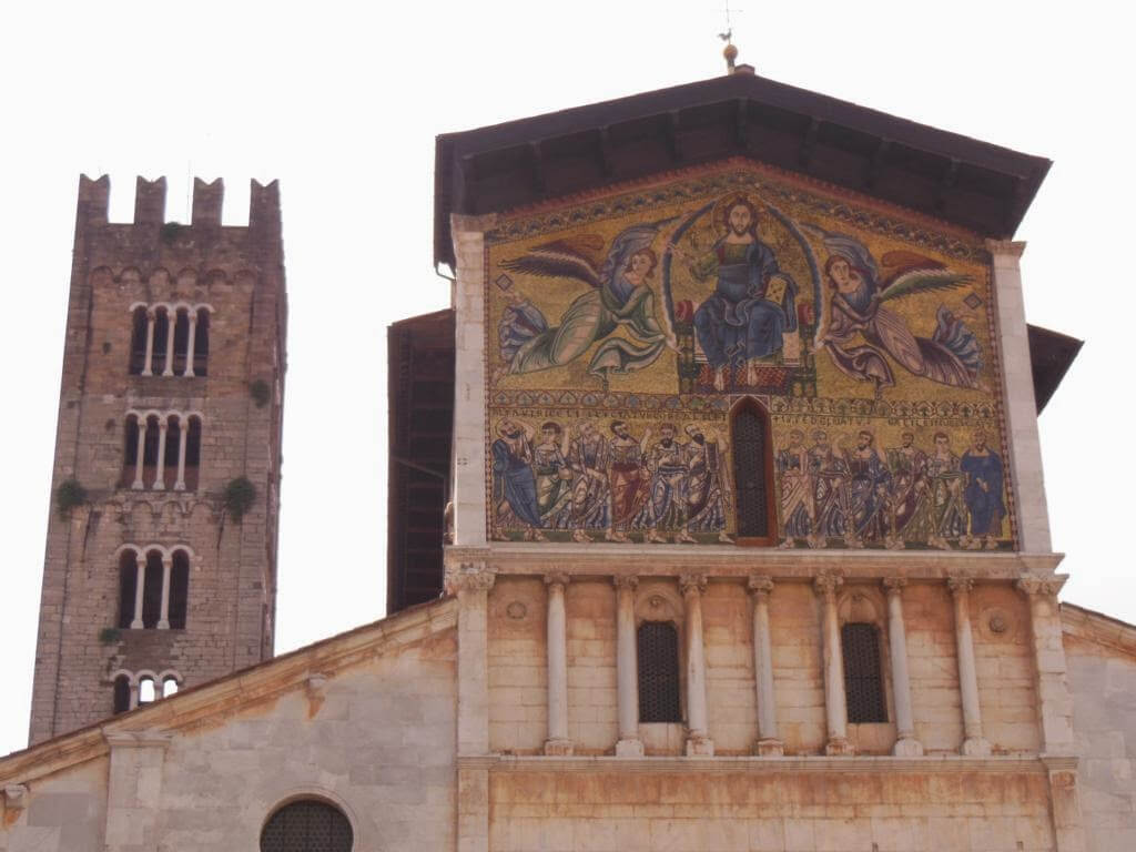 Fachada iglesia San Frediano y torre