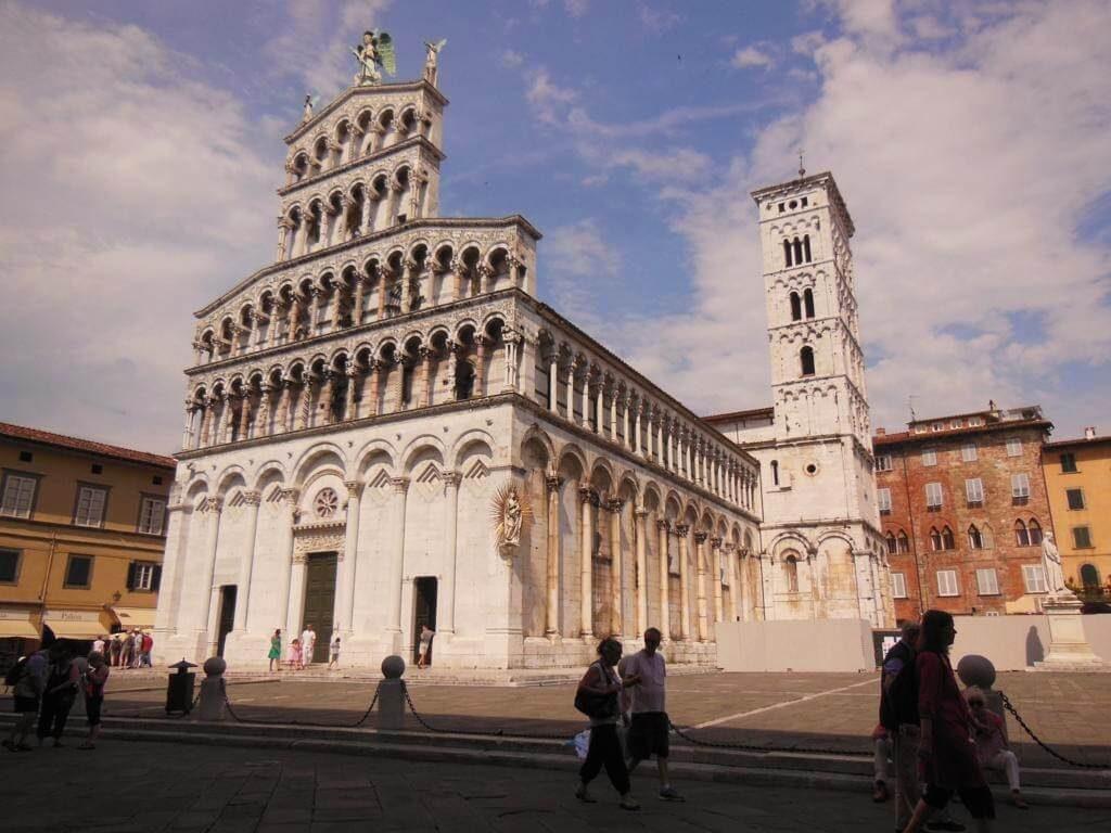 Plaza Miguel Angel y la iglesia de San Michele