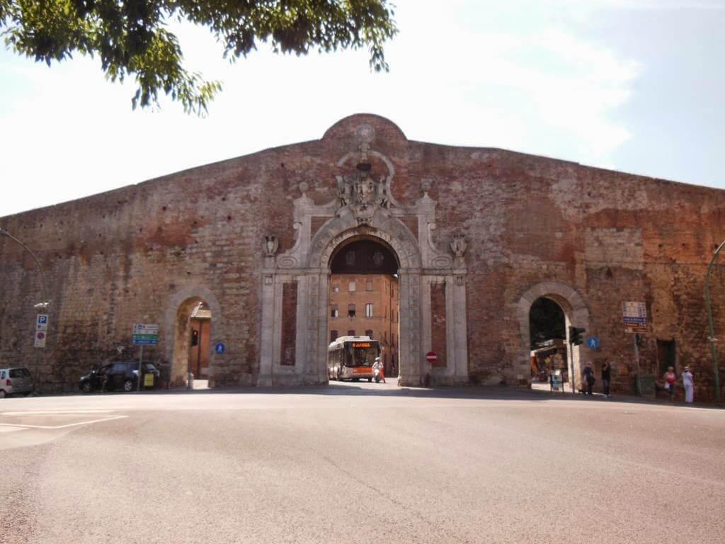 ¿Qué ver en Siena en un día? Porta Camollia