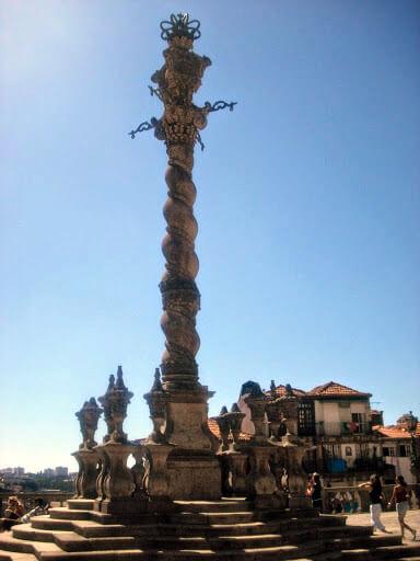 Columna Pelourinho en la plaza de la Catedral