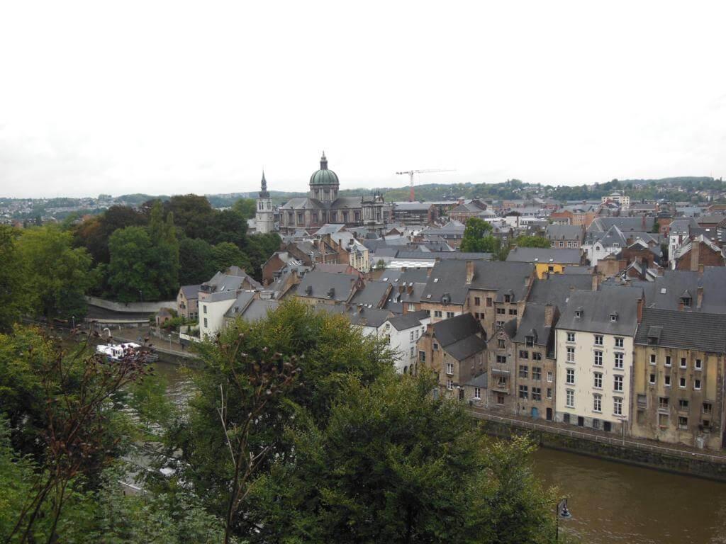 Catedral y la iglesia Saint Loup en Namur