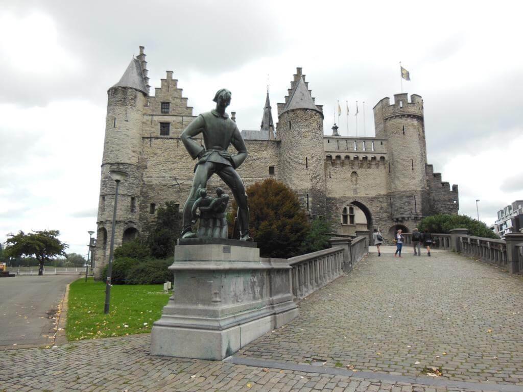 Het Steen y la estatua del gigante (Lange Wapper)