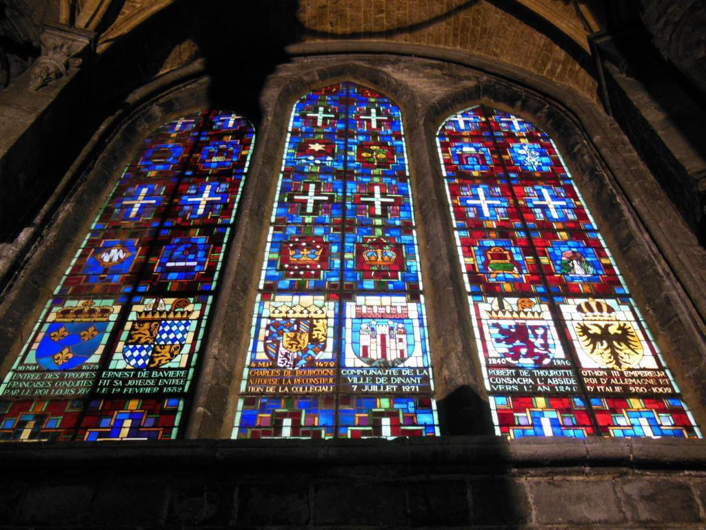 Vidrieras de la Collégiale Notre-Dame de Dinant