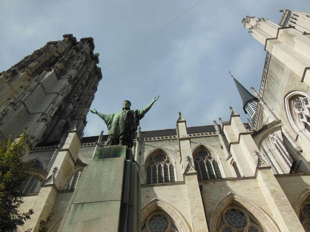 Fachada de la Catedral de Malinas