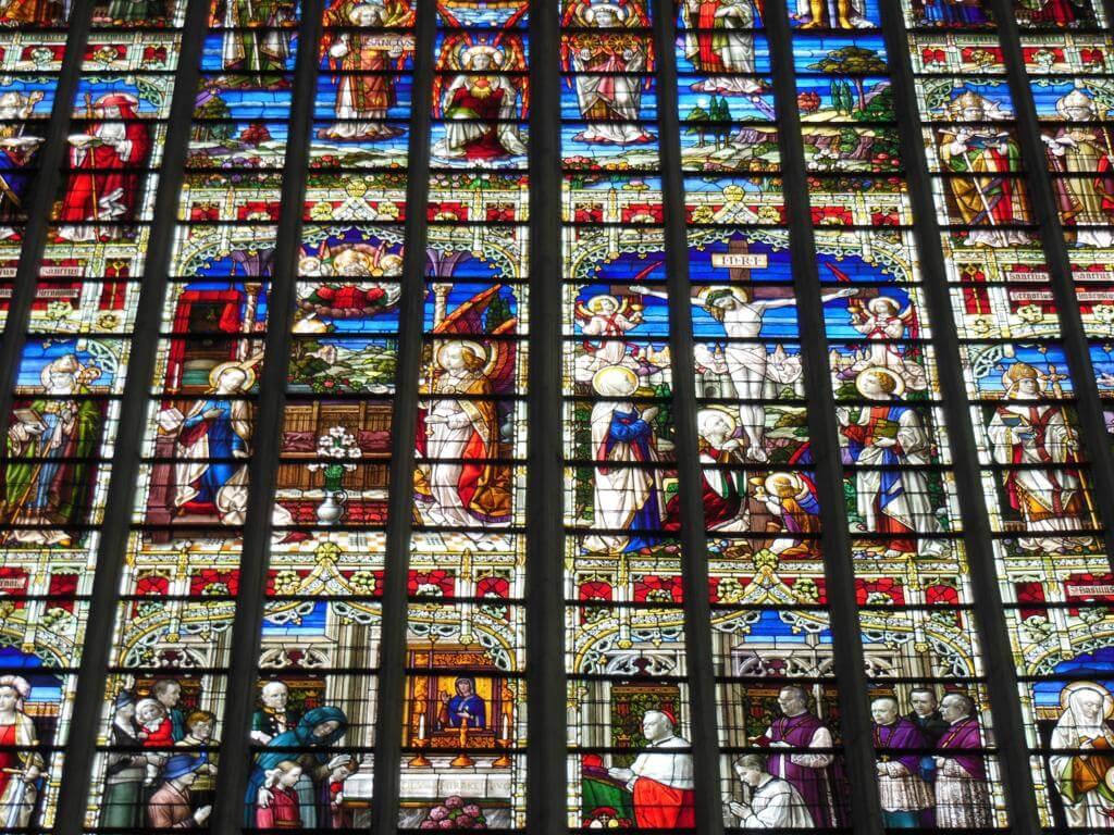 Vidrieras en la catedral de San Rumoldo