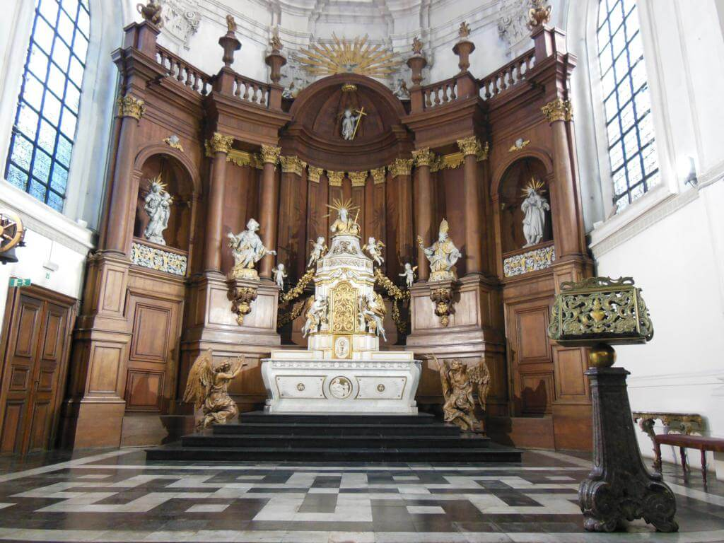 Interior de la Iglesia de Santa Elizabeth (Église Sainte-Élisabeth)