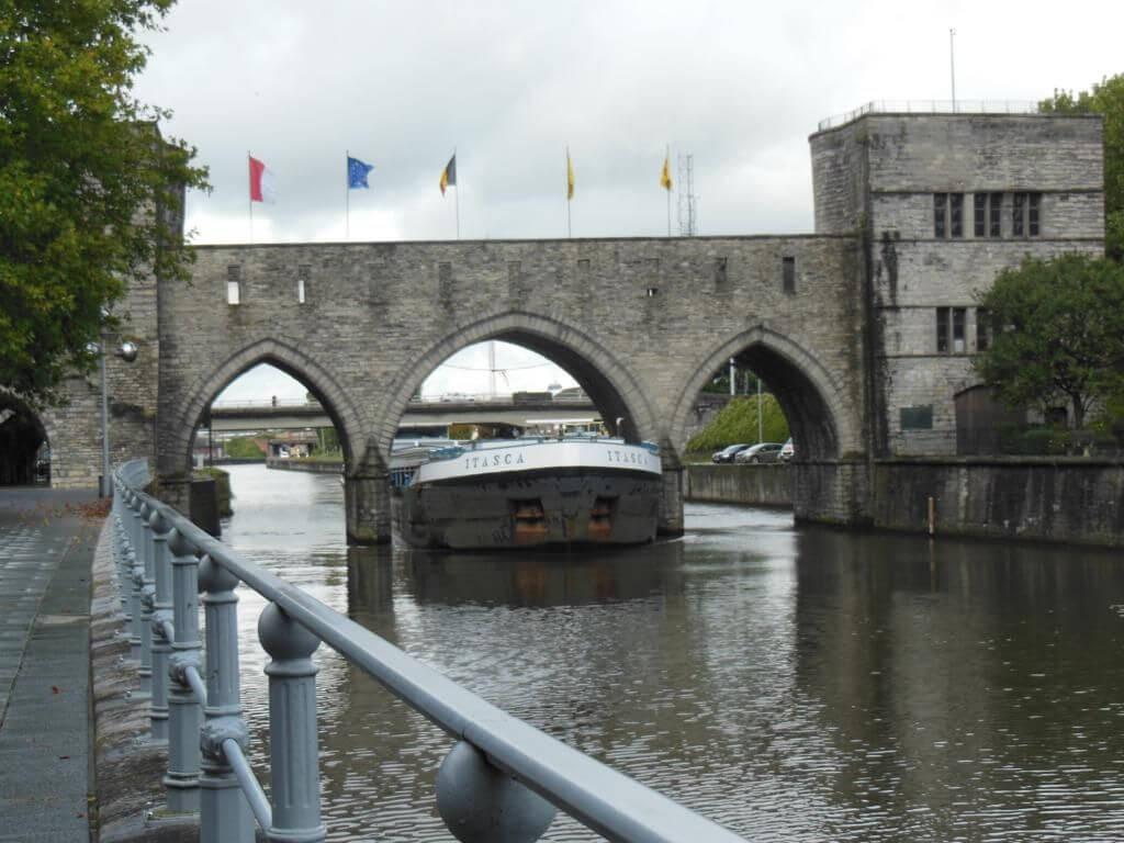 Puente de los Agujeros (Pont des Trous)