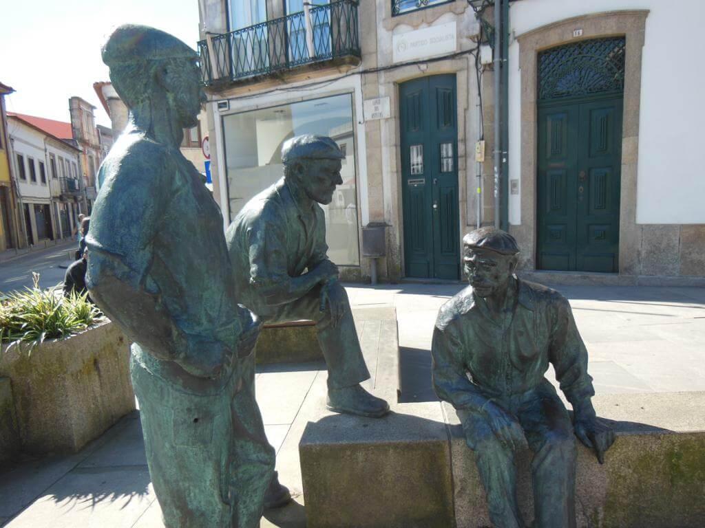 Escultura en homenaje a los artesanos de la ciudad