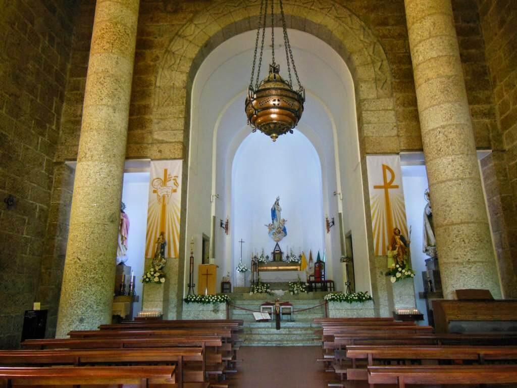 Interior del Santuario da Penha