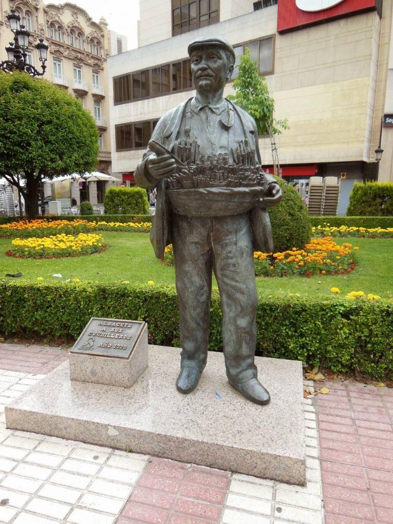 ¿Qué ver en Albacete en un día? Monumento al Cuchillero