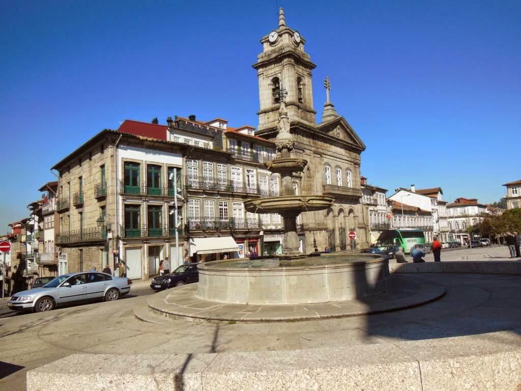 ¿Qué ver en Guimaraes en un día? Plaza Largo do Toural (Plaza Toural)