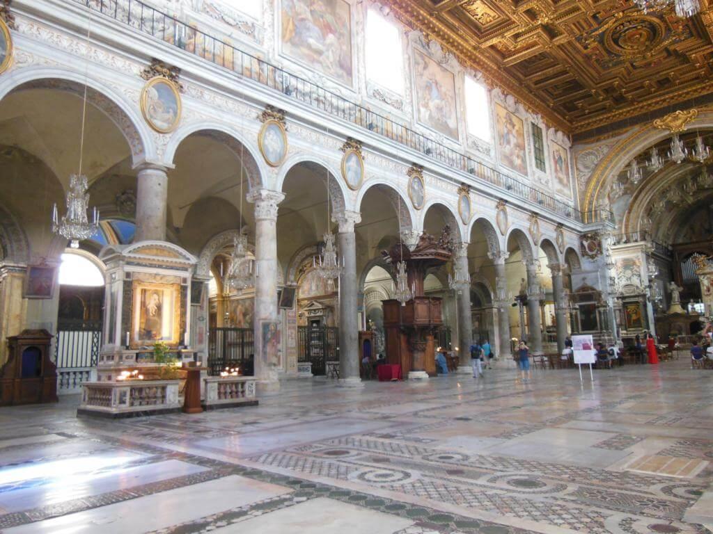 Interior de la Basílica de Santa María en Aracoelli