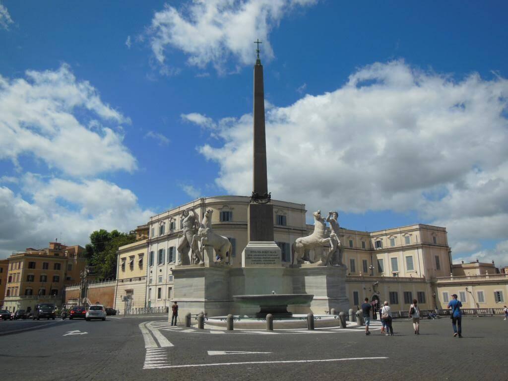 Entre las plazas más bonitas de Roma, está Plaza Quirinale
