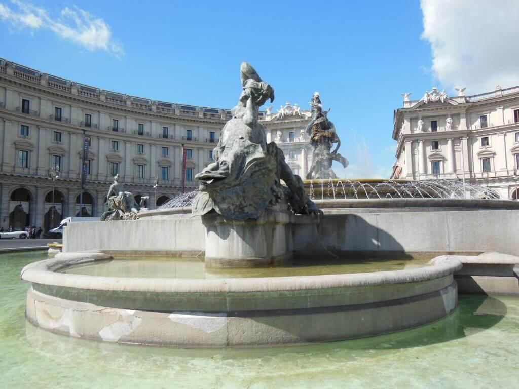 La Plaza de la República está entre las plazas más bonitas de Roma