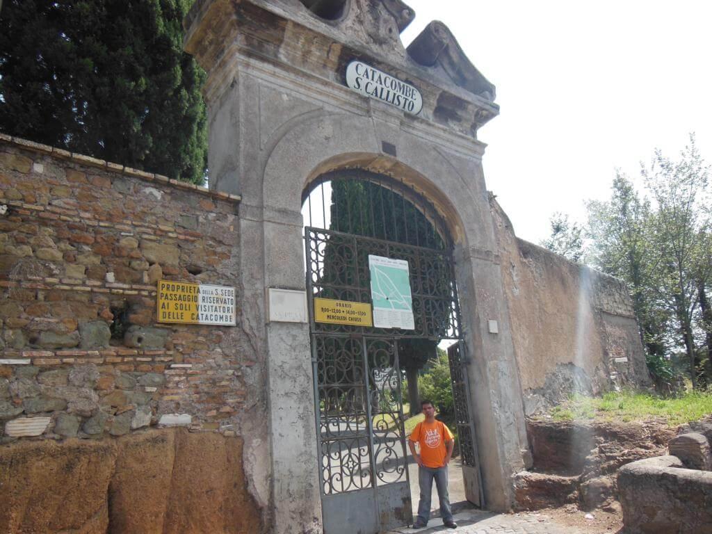 Puerta de salida de las Catacumbas de San Calixto