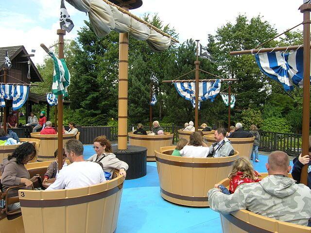 Atracción del parque by @wikimedia