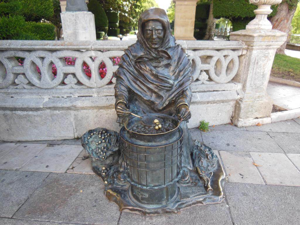 Estatua de la castañera