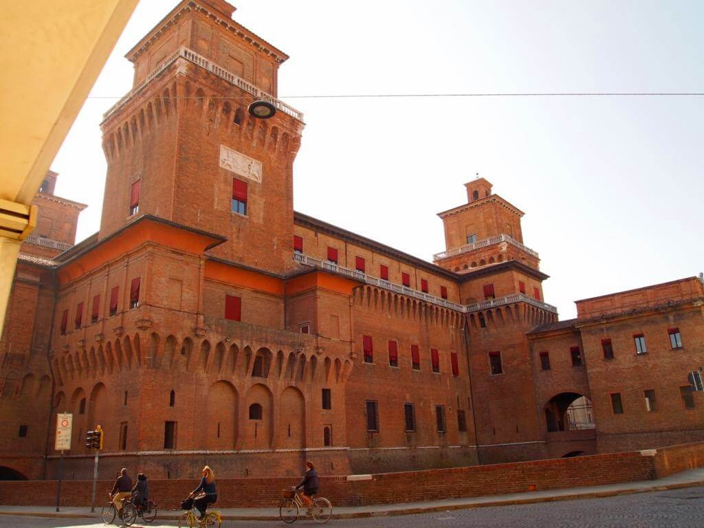 ¿Qué ver y hacer en Ferrara en un día? Castello Estense