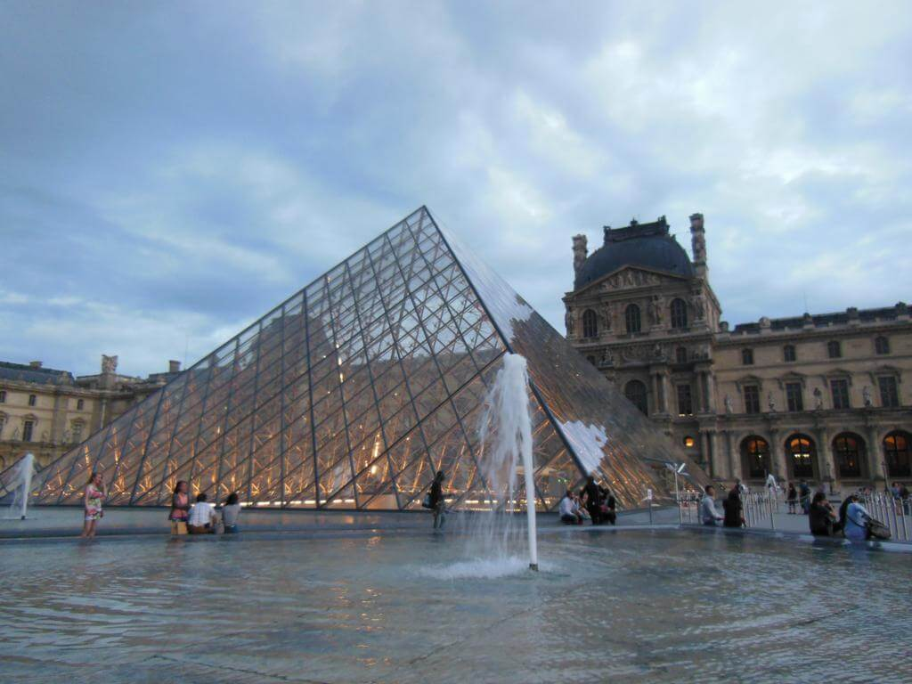 Pirámide del Louvre (Pyramide du Louvre)