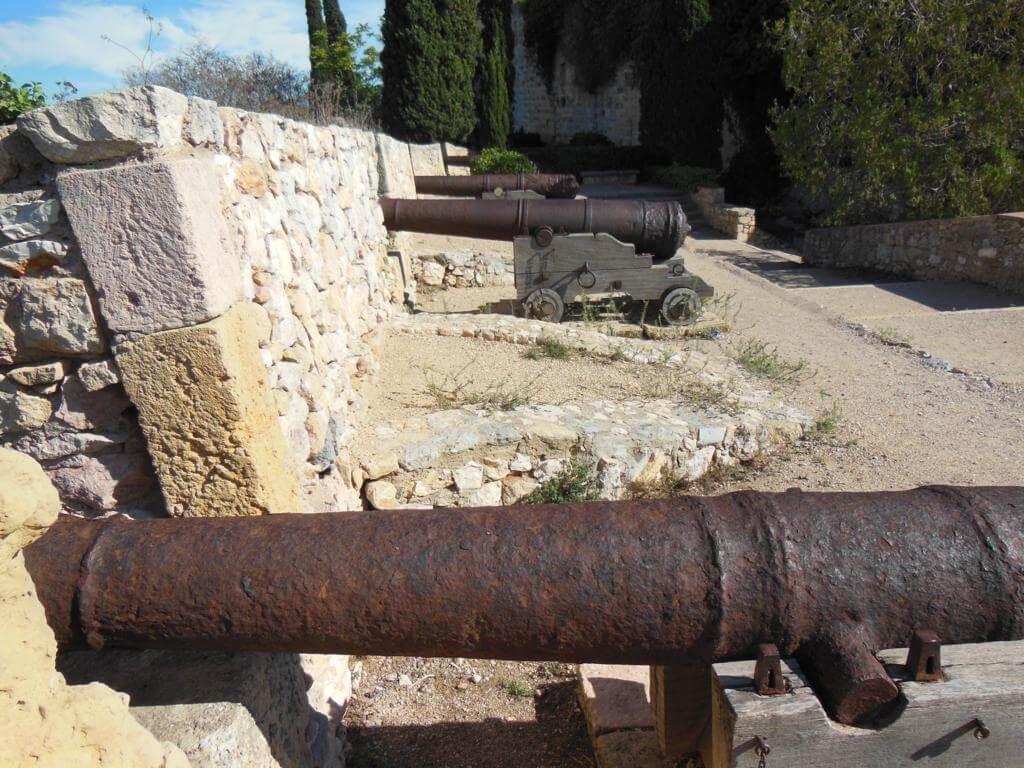Cañones en el Paseo Arqueológico
