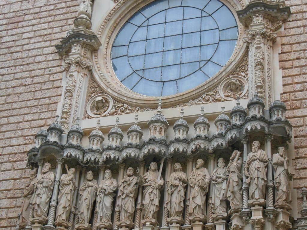 Detalle de la fachada de la abadía de Montserrat
