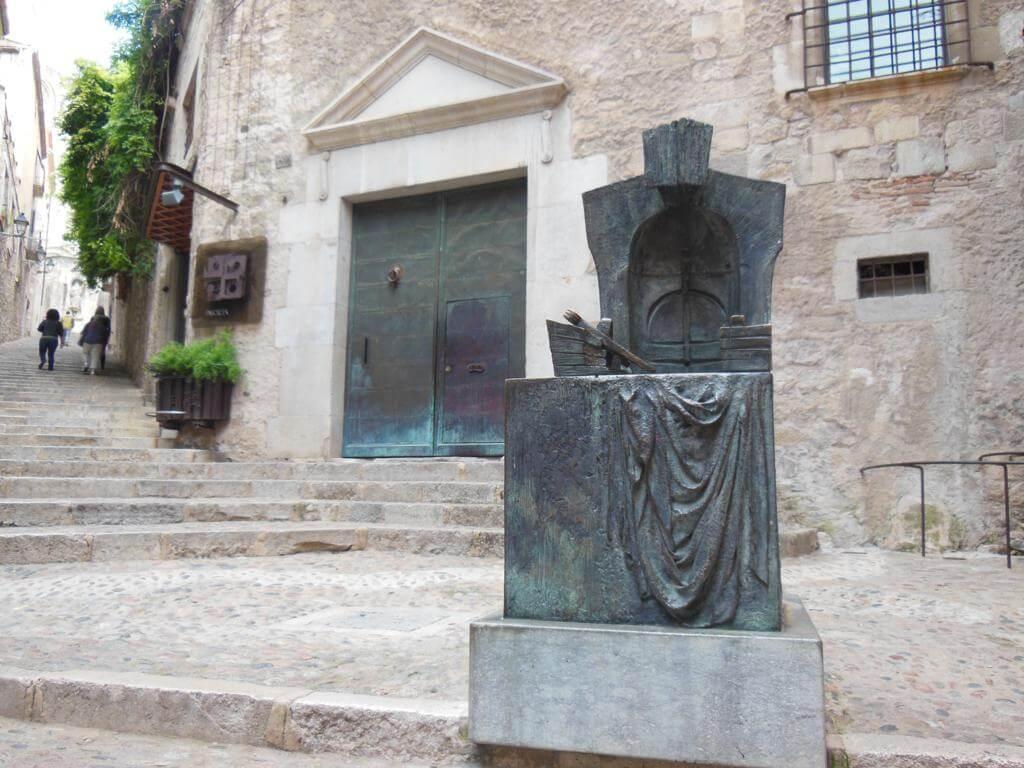 """Escultura """"El Arquitecto"""" en Girona"""