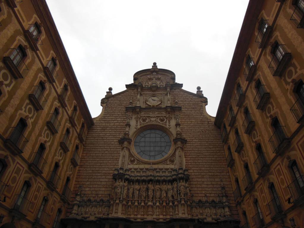 Fachada de la abadía de Montserrat