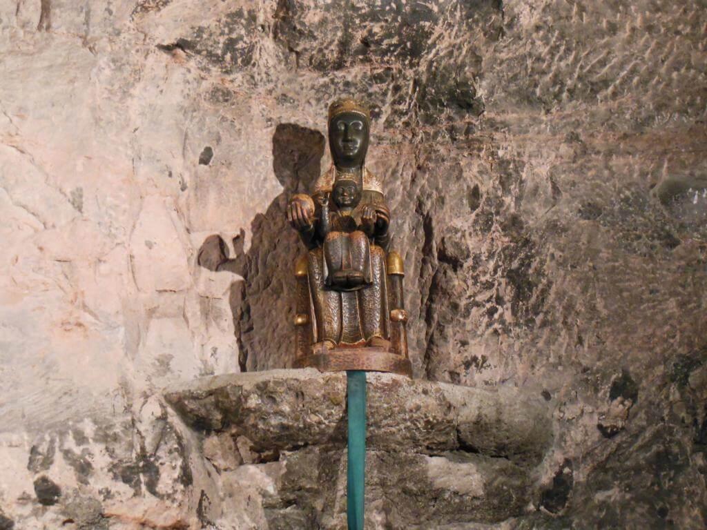 Virgen de Montserrat en la capilla de la Santa Cova