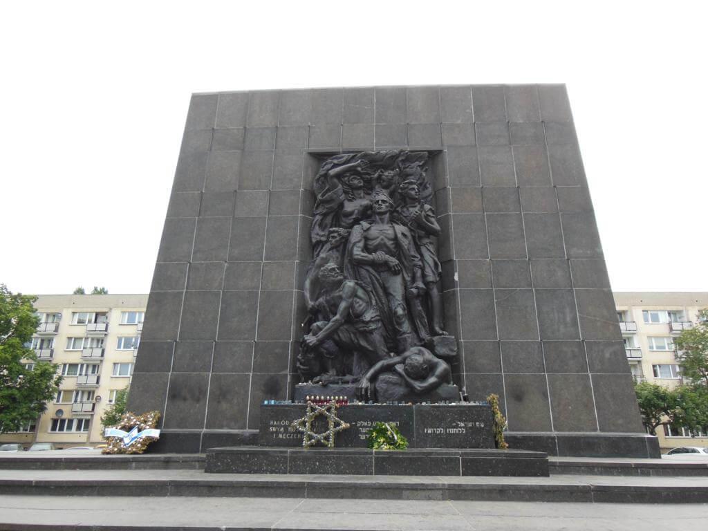 Monumento a los Héroes del Gueto
