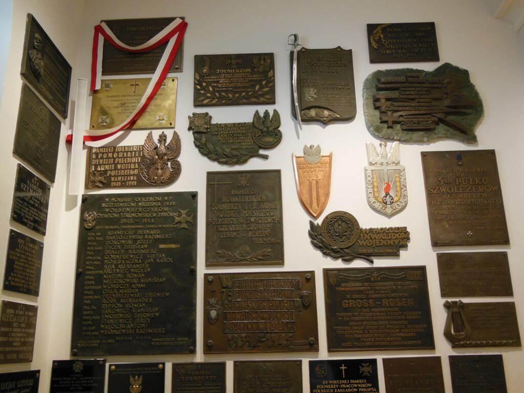 Placas de la Catedral castrense del Ejército Polaco
