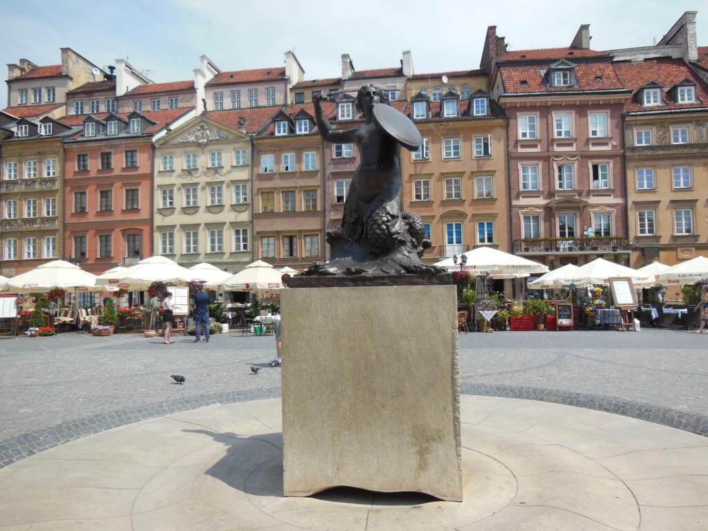 Plaza de la Ciudad Vieja de Varsovia con la sirena