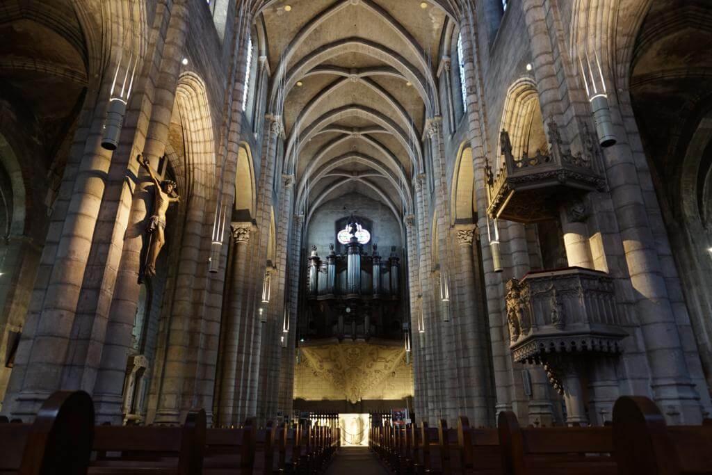 Interior de la Colegiata de Saint Salvy