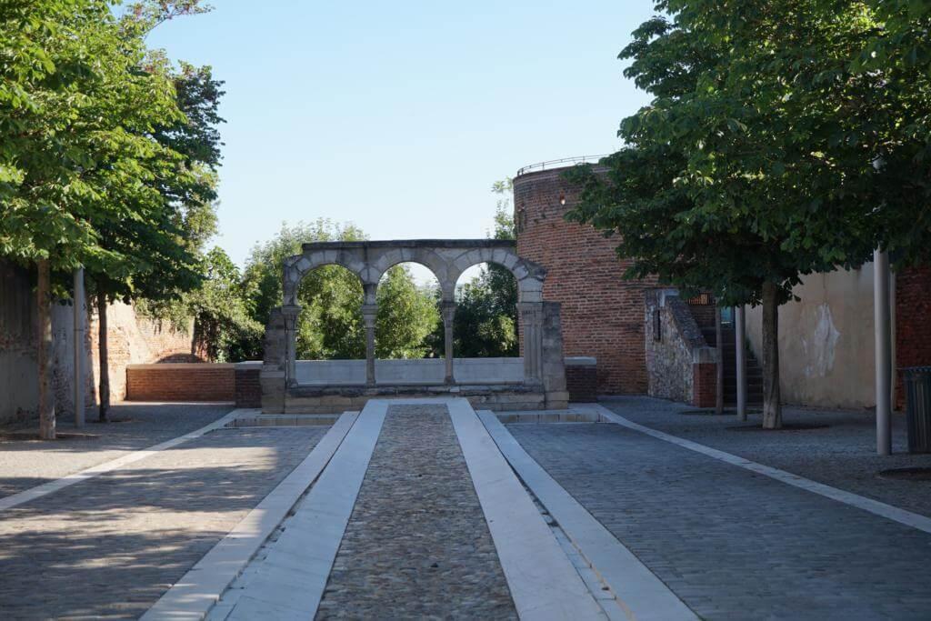 Restos del claustro de la Catedral Románica