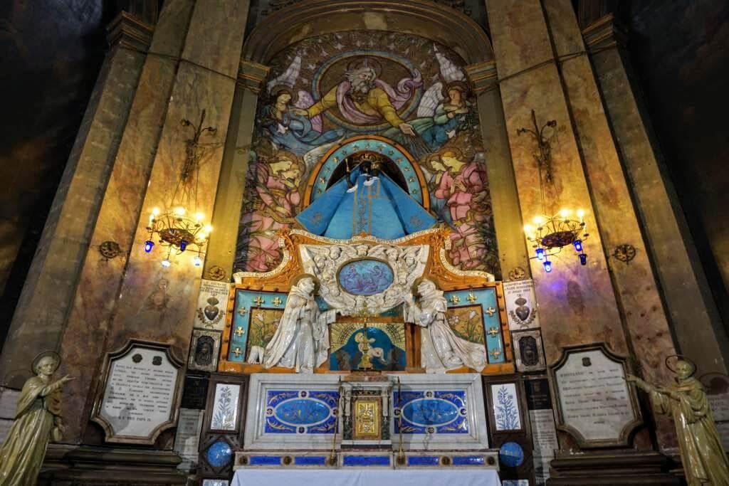 Virgen Negra en la Basílica de la Dorada