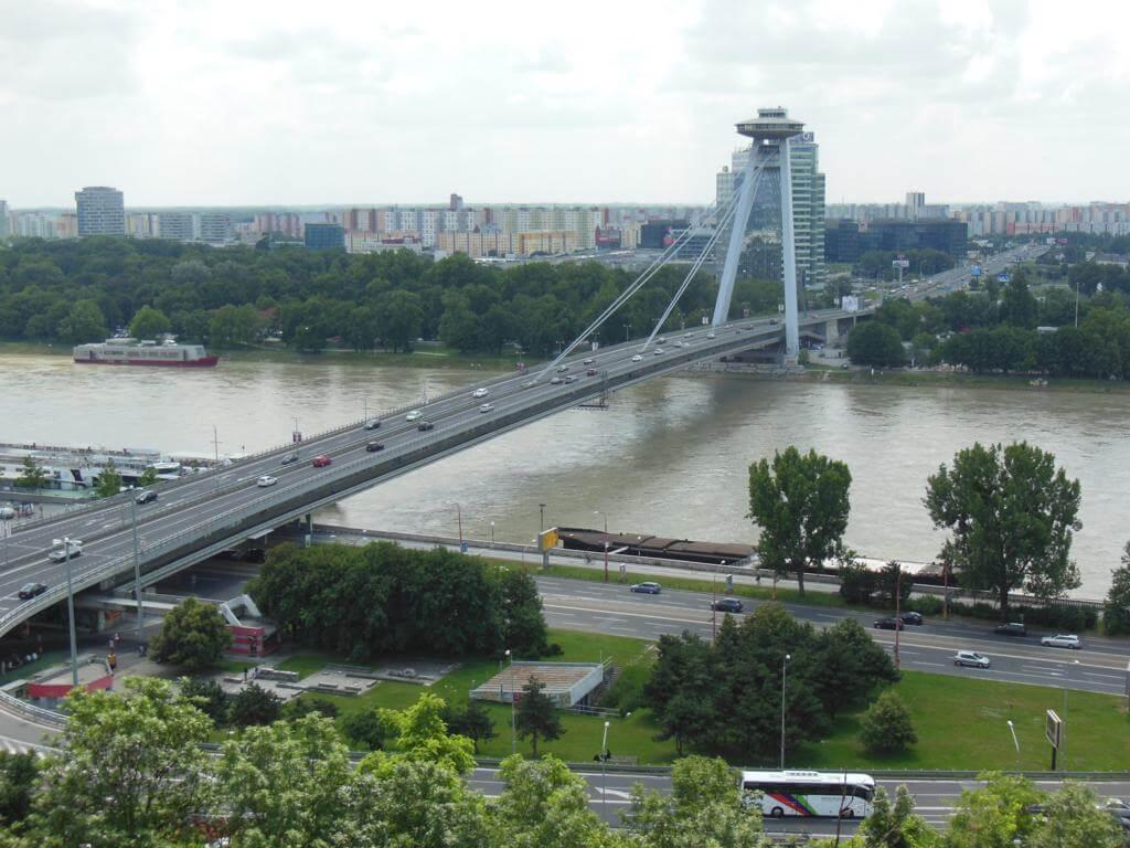 ¿Qué ver en Bratislava en un día? Most SNP