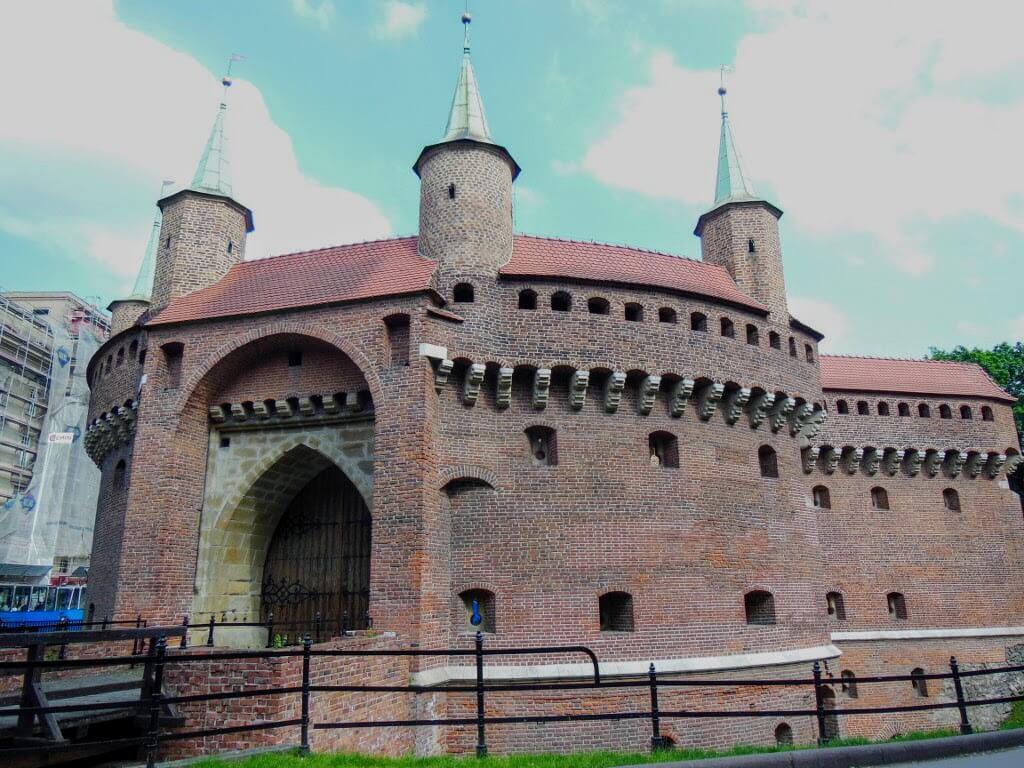 La Barbacana, entrada al centro histórico de Cracovia.