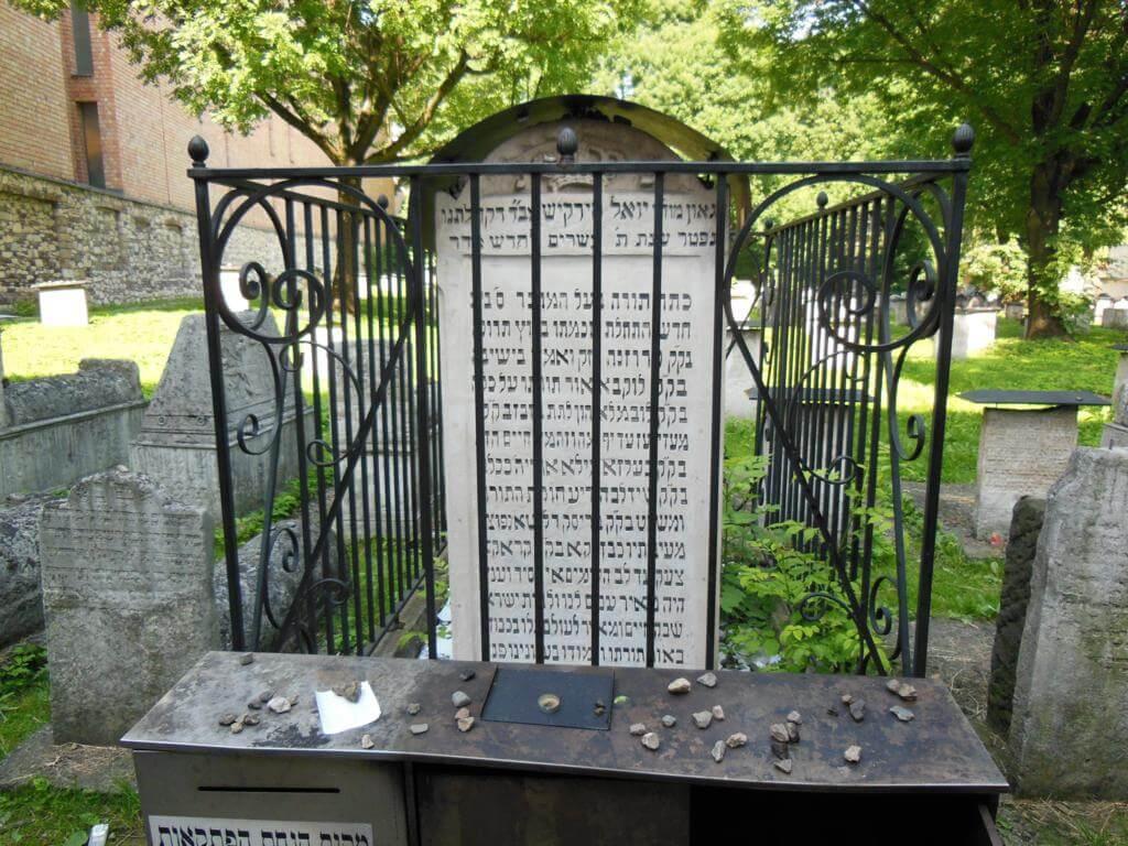 Cementerio Remuh en el interior de la sinagoga Remuh.