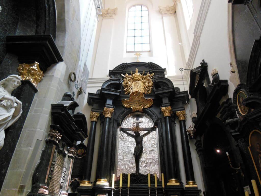 Interior de la Catedral de Wawel en la Colina Wawel.
