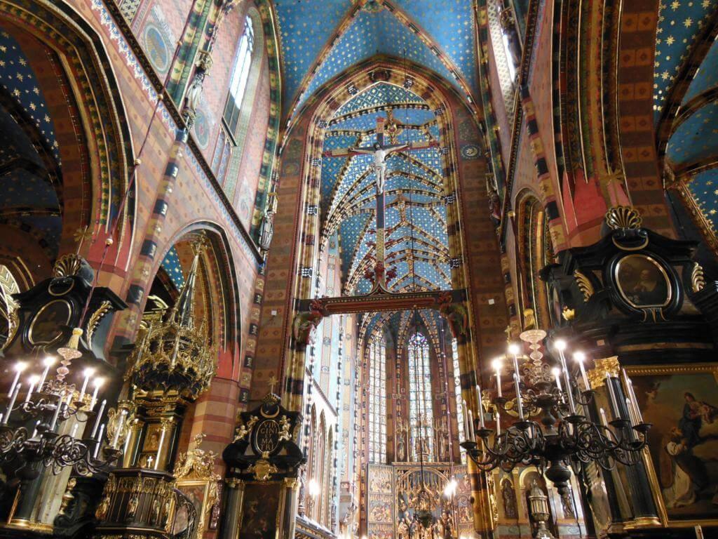 Interior de la iglesia de Santa Bárbara en Cracovia.