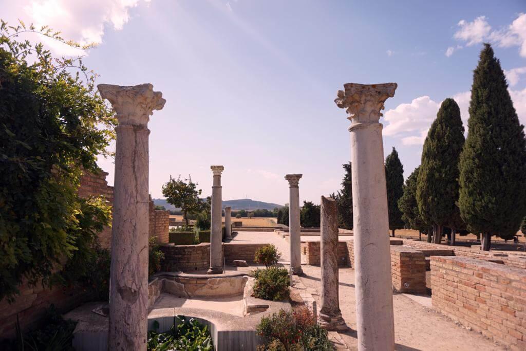 Columnas arquitectónicas en Itálica