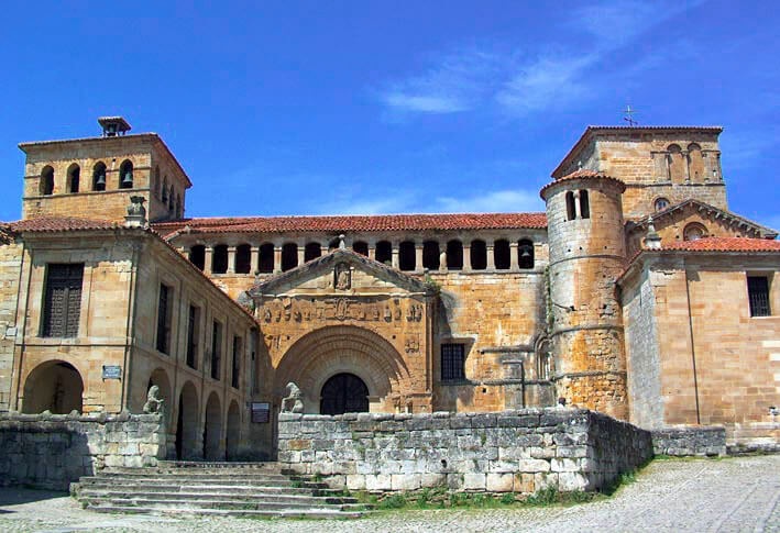 Colegiata de Santa Juliana by @commons.wikimedia.org