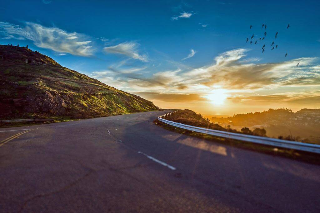 No dejes de recorrer carreteras secundarias.