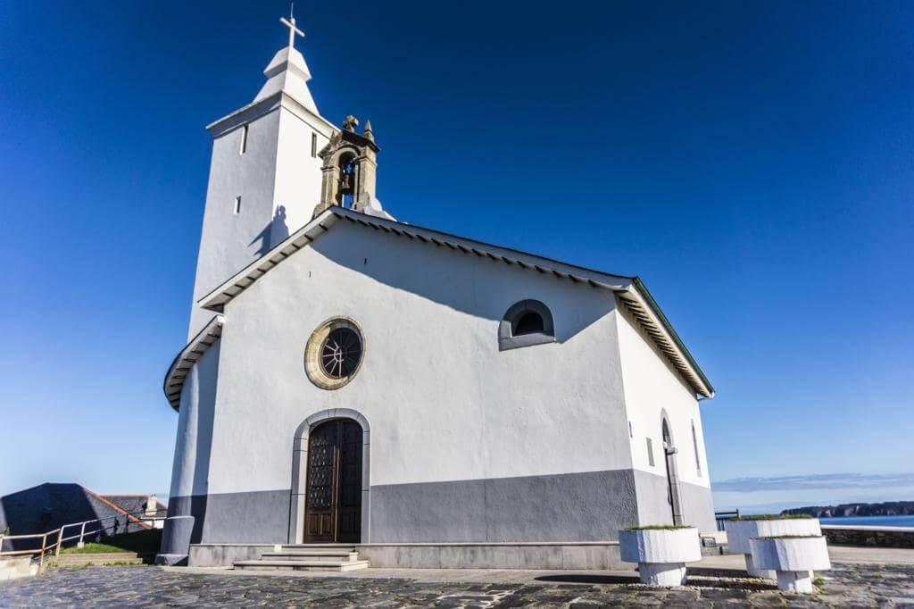 Capilla de la Virgen Blanca de Luarca.
