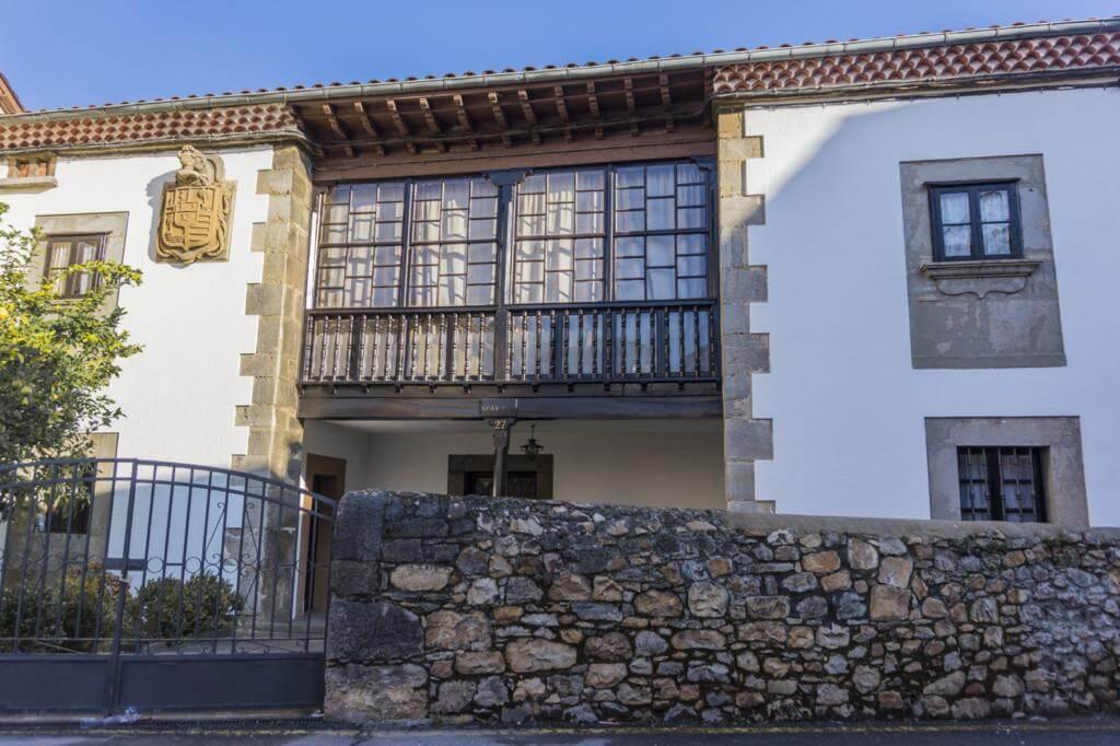 ¿Qué ver en Salas en un día? Casa de María Veiga o Casa Miranda.