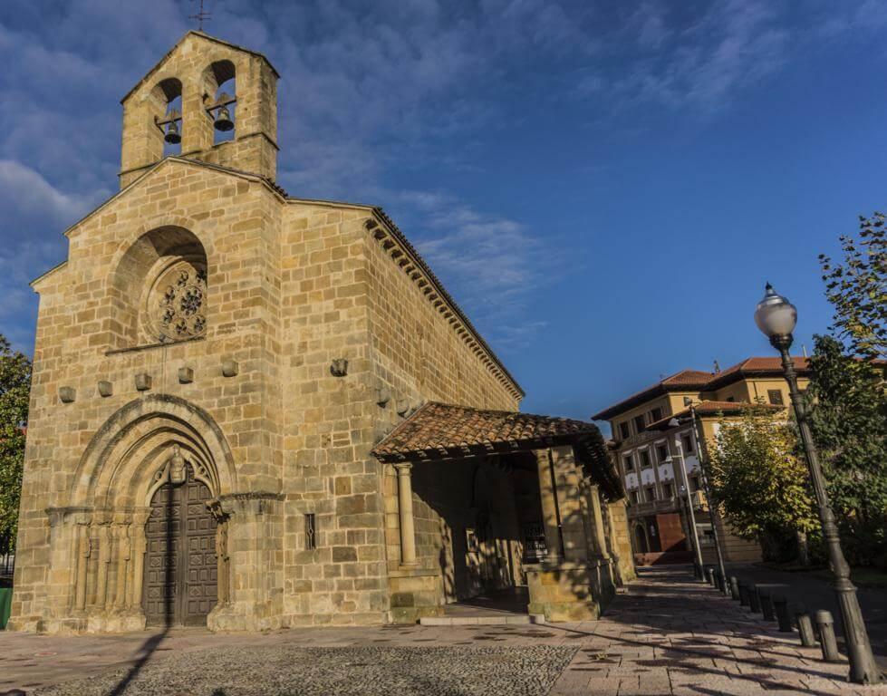 Iglesia de Santa María de la Oliva.