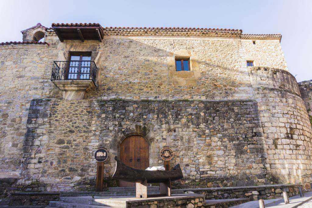 Palacio de Valdés-Salas.