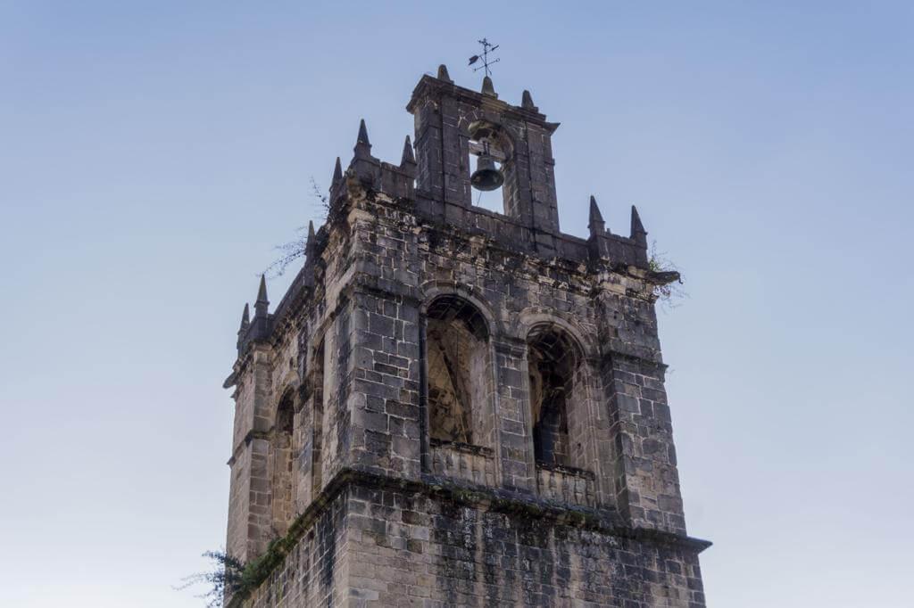 Torre de la Colegiata de Santa María la Mayor de Salas.